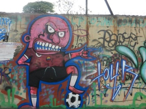 Video Buzz: Graffiti art connected to the world's game