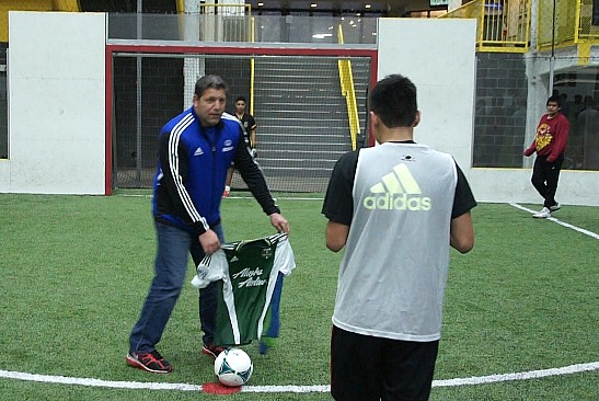 goalWA TV: Seattle United team gets surprise clinic from Tony Meola