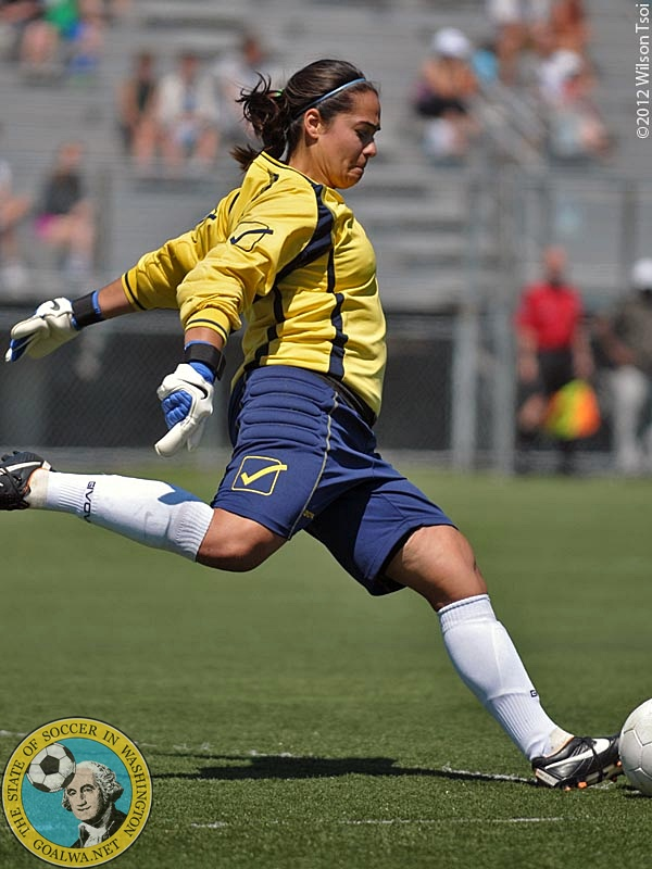 May 26, 2012, Seattle, Wa. – ECFC GK Liz Ruiz sends one down the field.  Emerald City FC opened its 2012 WPSL campaign with a 2-0 home victory against the visiting Eugene Metro FC. Liz returns to ECFC for 2013. (Wilson Tsoi)