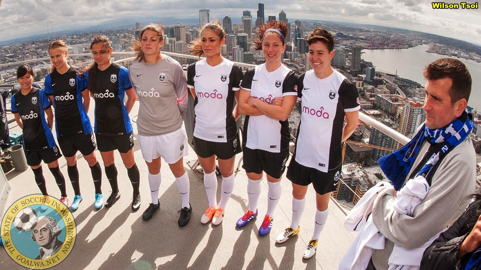goalWA.net ArchivePicture Perfect: Seattle Reign reveal new kits atop SpaceNeedle