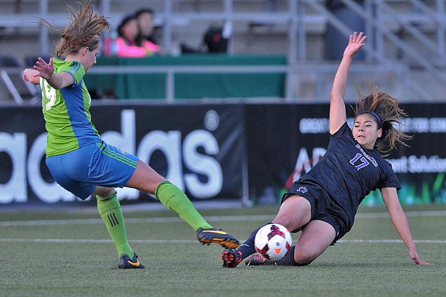 Huskies edge Sounders Women at Starfire