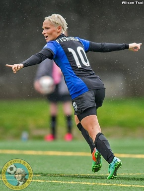 Fishlock's late goal lifts undefeated Reign