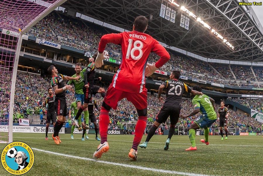 Seattle Sounders FC defeats LA Galaxy 2-0