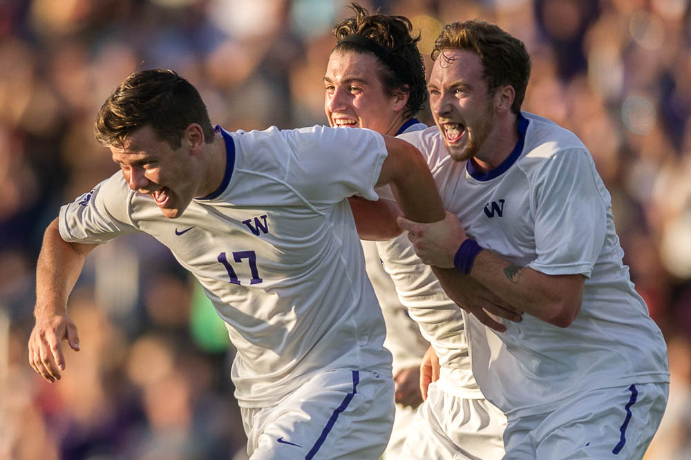 Picture Perfect: Husky Men reach top of nationalpoll