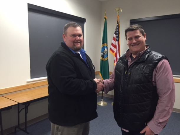 DABA President Mike Britt (left) with Aviator General Merrick Parnell after the Club joined DABA this month.