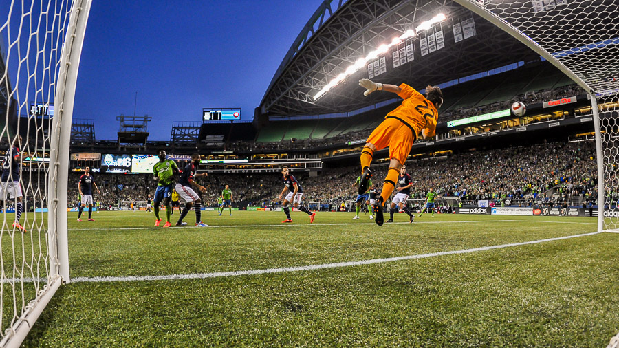 Dempsey, Martins pair up to push Sounders past Revs
