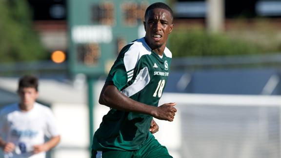 Kitsap Pumas sign tall striker from NorthernCalifornia