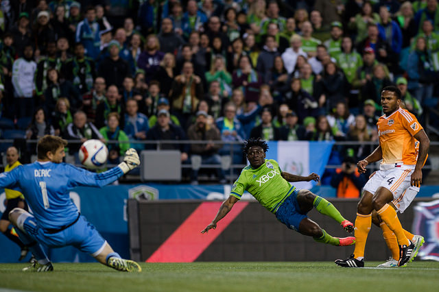 Martins spins 360 to lead Sounders over Houston