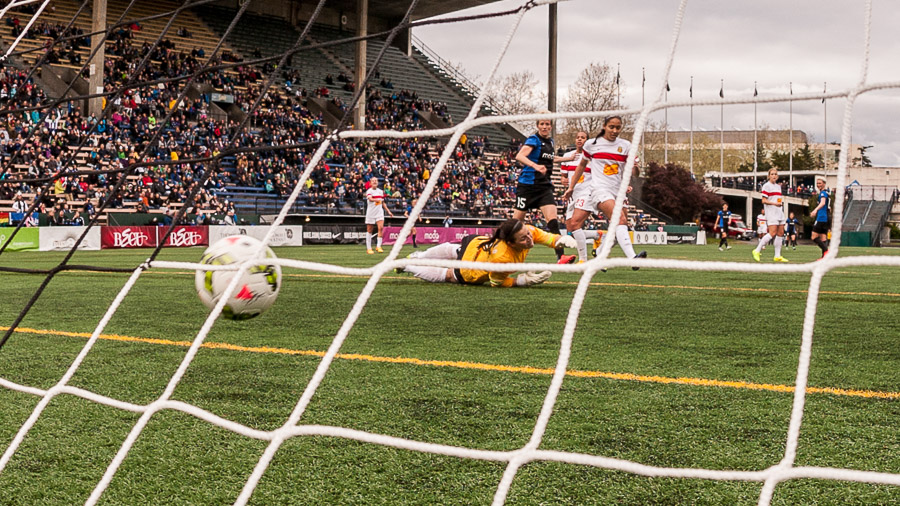 Reign floods Flash 5-1 in NWSL opener on Pinoe hat trick