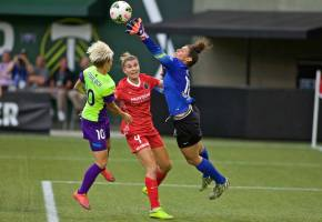 Reign FC win before over 21,000 fans inPortland