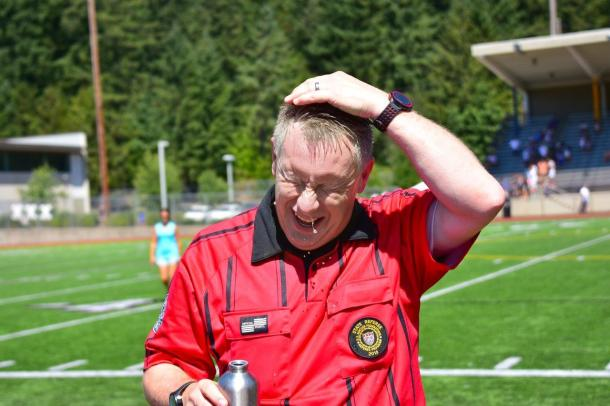 A hot one! AR Chuck Suter looks for relief in Issaquah at the WPSL Western Finals. (Dale Garvey)