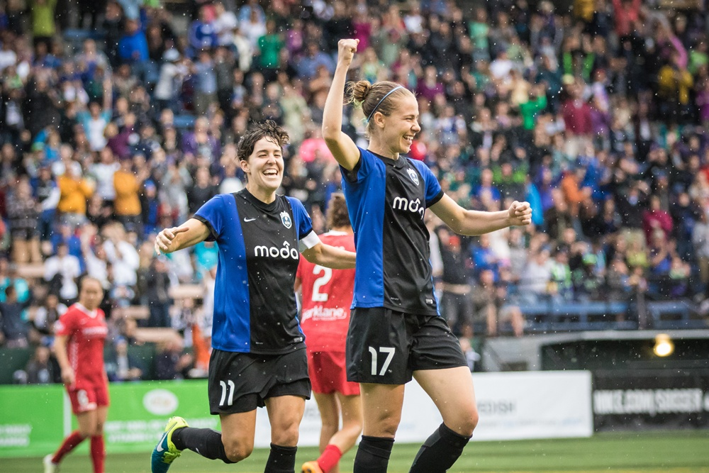 Reign FC in first place after latest win over PortlandThorns