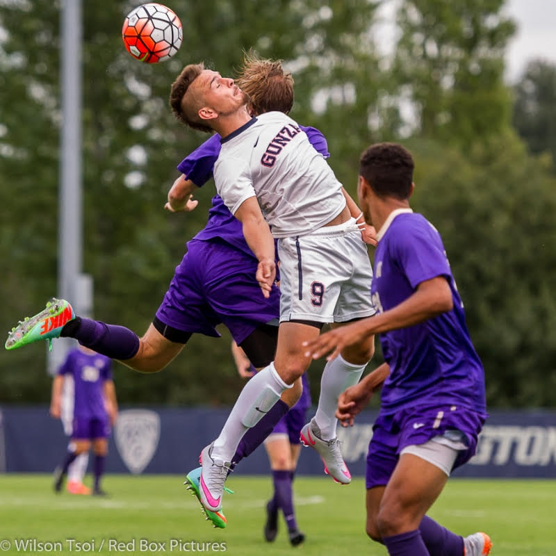 Picture Perfect: Huskies edge Zags in Seattle