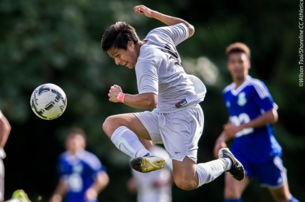 Shoreline CC men's soccer plays to a 1-1 draw against Edmonds CC at Dolphin Field, Shoreline, Washington on September 19, 2015. Dolphins sophomore center mid Adrian Torres controls the ball in mid air. (Wilson Tsoi)