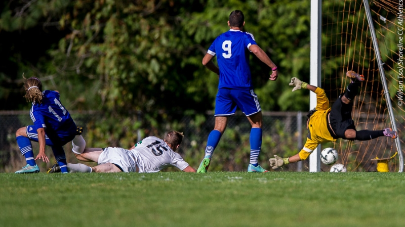 Tritons sophomore MF Malcolm Fleming (#11) scores an equalizer at 67'. (Wilson Tsoi)