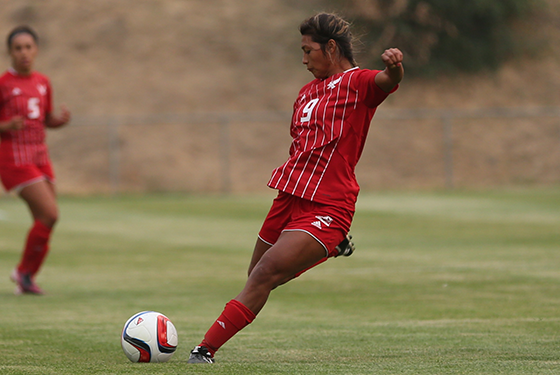 Jenny Chaves Presto lines up for the kick for the fast-starting Eagles of Eastern Washington. (GoEags.com)