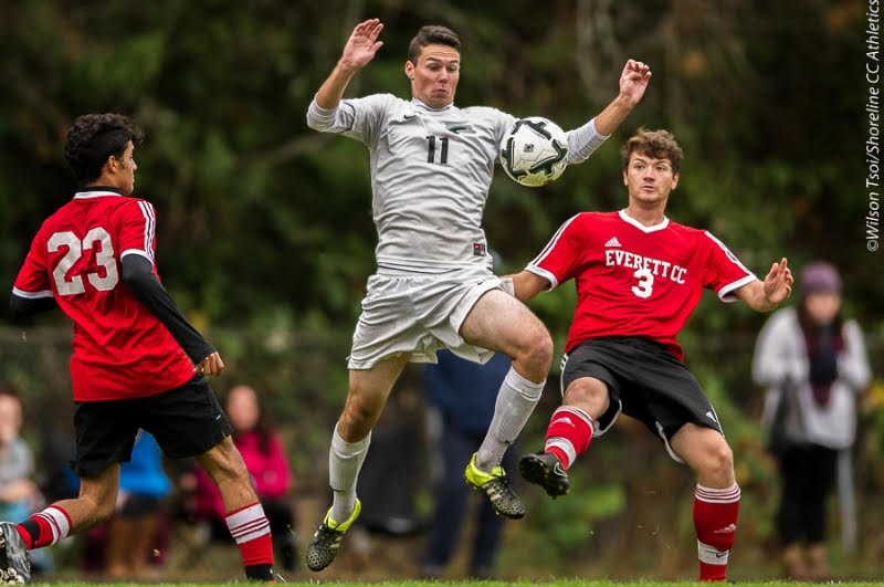Shoreline Dolphins get playoff-boosting win over EverettTrojans
